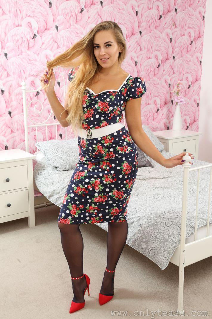Cute Office Girl Deannah In A Miniskirt And Pantyhose