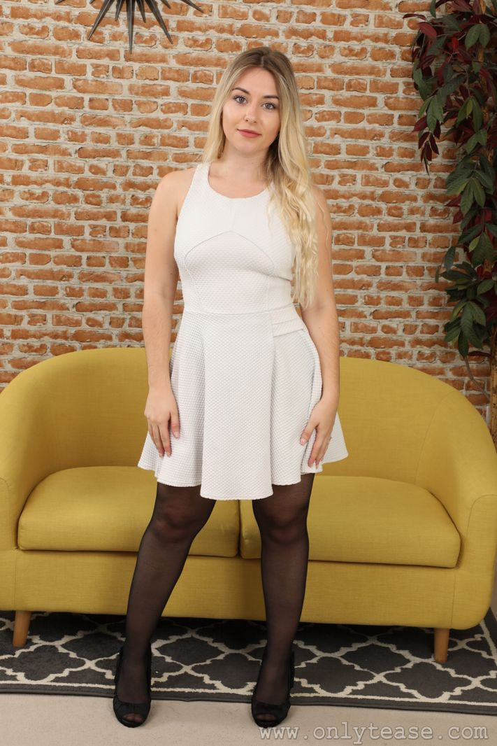 ot-29831-elle-m-minidress-black-patterned-pantyhose-02