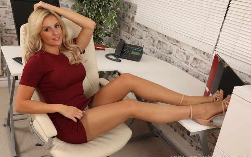 Sexy Secretary Amy Green In Heels And Stockings